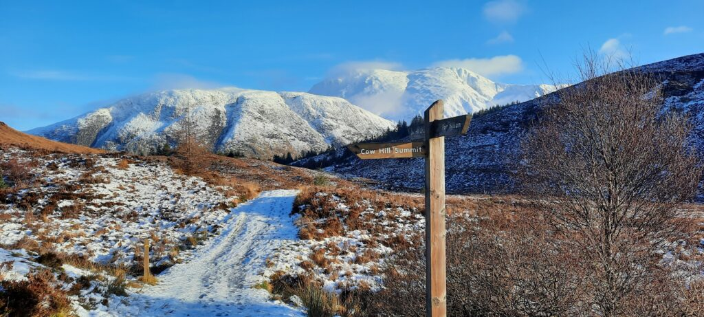 signpost on the Cow Hill circuit with Ben Nevis behind
